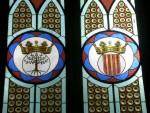 Chiesa e Convento di San Martino. Vetrata nell'abside della chiesa con gli stemmi dei Bas-Serra e della Casa d'Arborea, situata nella parte posteriore dell'edificio.